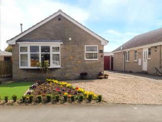 THE HOLLIES, detached, all ground floor, gas fire in sitting room, lovely enclosed garden with furniture, in Pickering, Ref 916589 - Pickering vacation rentals