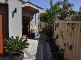 Cockatoo View-Woodvale Joondalup - Woodvale vacation rentals