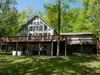 Mesmerizing 4 Bedroom Home with Hot tub on premiere Deep Creek lakefront! - McHenry vacation rentals