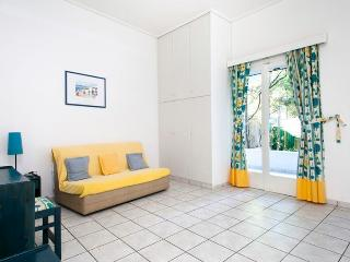 Daphne's Club Hotel Apartments 3-room apartment - Xylokastro vacation rentals