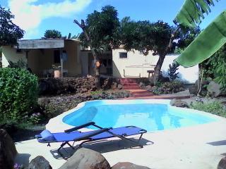 Chambres d'hôte, B & B avec piscine à l'eau de mer - Pointe Aux Sables vacation rentals
