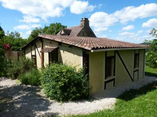 Cozy 2 bedroom Gite in Fleurac with Internet Access - Fleurac vacation rentals