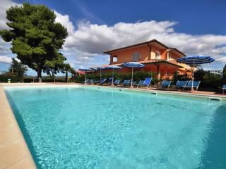 Romantic 1 bedroom Apartment in Scarlino with Internet Access - Scarlino vacation rentals