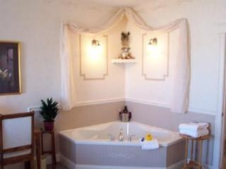 Nice B&B with Internet Access and Dishwasher - St. Catherines vacation rentals