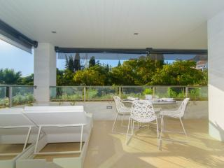 Golden Mile apartment w/ shared pool and free WiFi - Marbella vacation rentals