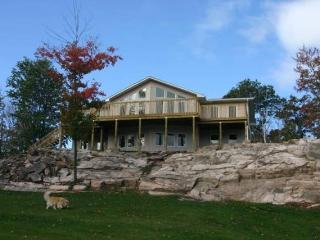 5 bedrooms sleeps 18 2 kitchens 2 full bathroom - Haliburton vacation rentals