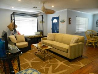 Florida catch! Meet me in the Tiki! - Pompano Beach vacation rentals