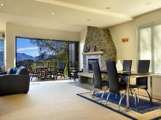 4 Bedroom luxury apartment, 7 min walk to town. - Queenstown vacation rentals