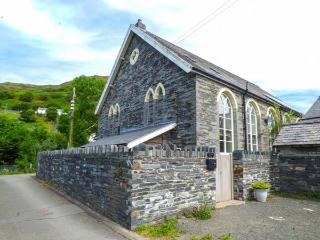 JERUSALEM VESTRY superb chapel conversion, en-suites, WiFi, family-friendly in Abergynolwyn Ref 918081 - Abergynolwyn vacation rentals