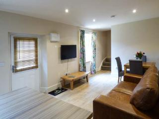 THE WAGTAIL, off road parking, shared garden with patio, in Mundford, Ref 923232 - Thetford vacation rentals