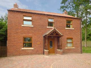 SYCAMORE LODGE, detached, open fire, en-suite, hot tub, ideal family home, in Horncastle, Ref 922054 - Horncastle vacation rentals