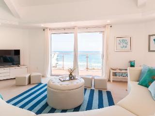 Malibu Octagon In La Costa With Amazing Ocean View