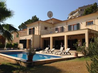 Lovely Villa with Internet Access and A/C - Port de Pollenca vacation rentals
