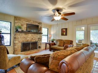 Adorable La Cassette - 2 Bedroom Cottage w/Hot Tub - Wimberley vacation rentals