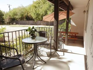 Two bed/2 bath guest house in beautiful Sacramento - Sacramento vacation rentals