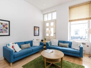 LOCATION! 2 Bed Fast WIFI - APPLE TV, Notting Hill - London vacation rentals