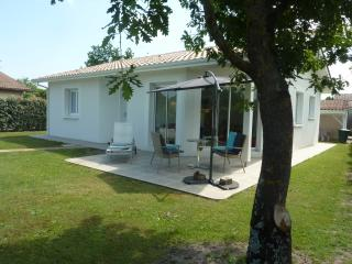 Cozy 3 bedroom House in Le Teich - Le Teich vacation rentals