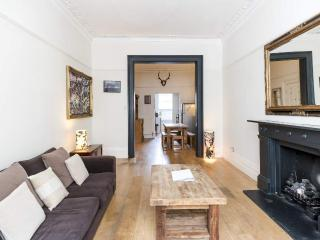 Luxury 2 Bedroom with Free Wifi in Notting Hill - London vacation rentals