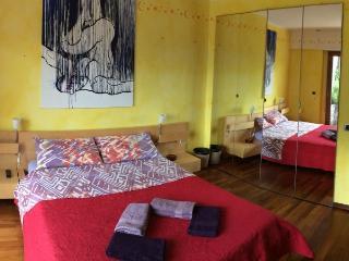 AceroRosso B&B - camera gialla - Aosta vacation rentals