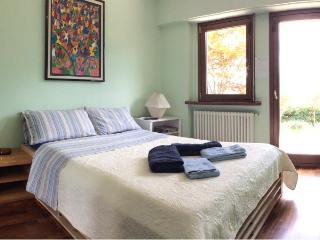 AceroRosso B&B - camera verde - Aosta vacation rentals