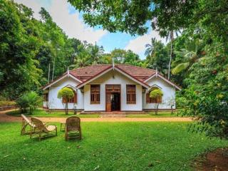 Spacious House with Internet Access and Shared Outdoor Pool - Gampola vacation rentals