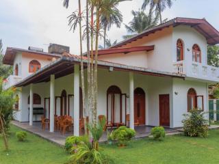 4 bedroom Villa with Internet Access in Moragalla - Moragalla vacation rentals