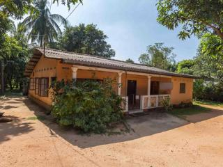 Lovely House in Trincomalee with Parking, sleeps 9 - Trincomalee vacation rentals
