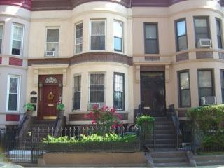 Warm & Inviting 2 Br Townhouse - Brooklyn vacation rentals