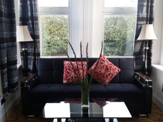 Brand New 2 Bedroom Apartment Wanstead London - London vacation rentals