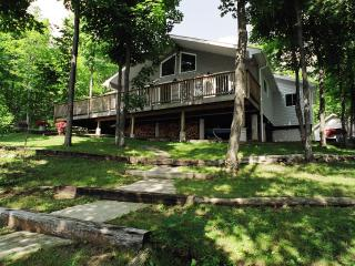 Beautiful Cottage with Deck and Internet Access - Sand Lake vacation rentals