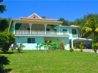 3 bedroom House with Internet Access in Spring Bay - Spring Bay vacation rentals