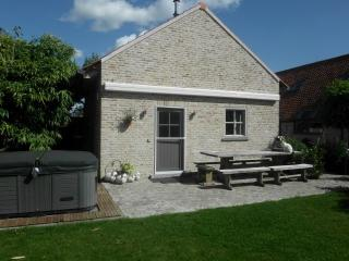 Nice Gite with Internet Access and Outdoor Dining Area - Diksmuide vacation rentals