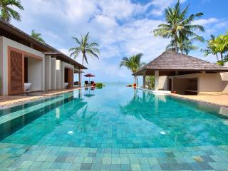 Luxurious 5 Bed Beachfront Villa in Lipa Noi - Lipa Noi vacation rentals