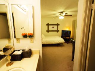 Live like a local in Hollywood with full private b - Los Angeles vacation rentals
