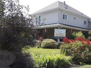 LakeBreeze Niagara Studio Suites - Port Colborne vacation rentals