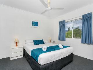 COCO'S HOLIDAY APARTMENT 10 FOR DEFENCE & EMERGENCY SERVICE MEMBERS - Trinity Beach vacation rentals