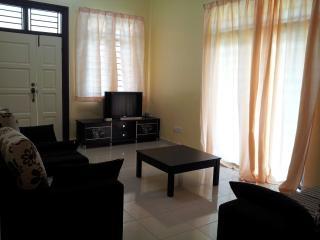 Nice 4 bedroom Condo in Kampung Bukit Katil - Kampung Bukit Katil vacation rentals