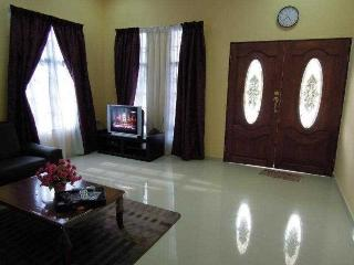 Comfortable House with Washing Machine and Parking - Bandar Baru Bangi vacation rentals