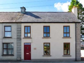 TURTON HOUSE, woodburner, close to amenities, great touring base, in Gorteen, Ref. 918746 - Rathmadder vacation rentals
