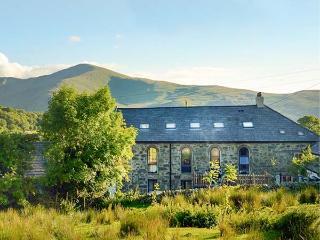 CAPEL DINORWIG, converted chapel, en-suites, sauna, games room, parking, in Llanberis, Ref 919390 - Llanberis vacation rentals