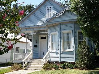 SALE - Name your Price: Nov-Dec! Beach Victorian - Gulfport vacation rentals