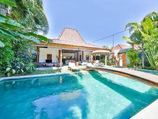 4 BR Charming villa & pool in center Oberoi - Seminyak vacation rentals
