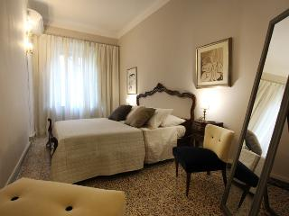 Cozy flat in Lucca' city center - Lucca vacation rentals