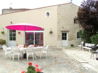 LE CLOS MARIE gite with swimming pool and garden - La Croix Comtesse vacation rentals
