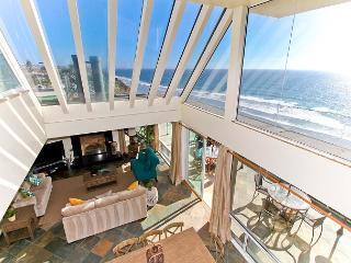 Premier Oceanfront rental, 5br, 3ba, rooftop deck, spa, fireplace, remodels - Encinitas vacation rentals