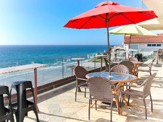 Premier Oceanfront rental, 5br, 3ba,rooftop deck, spa,Designer Decorated & AC - Encinitas vacation rentals