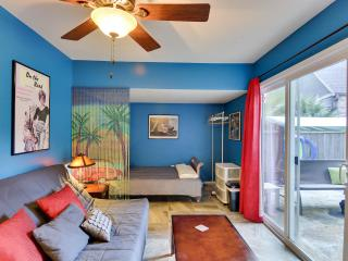 Cozy Condo with Internet Access and Patio - Austin vacation rentals