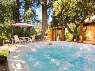 Couple's Garden Apt Retreat,  Private Hot Tub - Portland vacation rentals