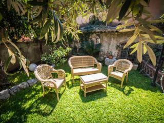 Taormina Superior apartment with garden - Taormina vacation rentals