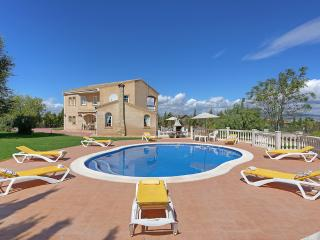 Perfect Villa with Internet Access and A/C - Moraleda de Zafayona vacation rentals